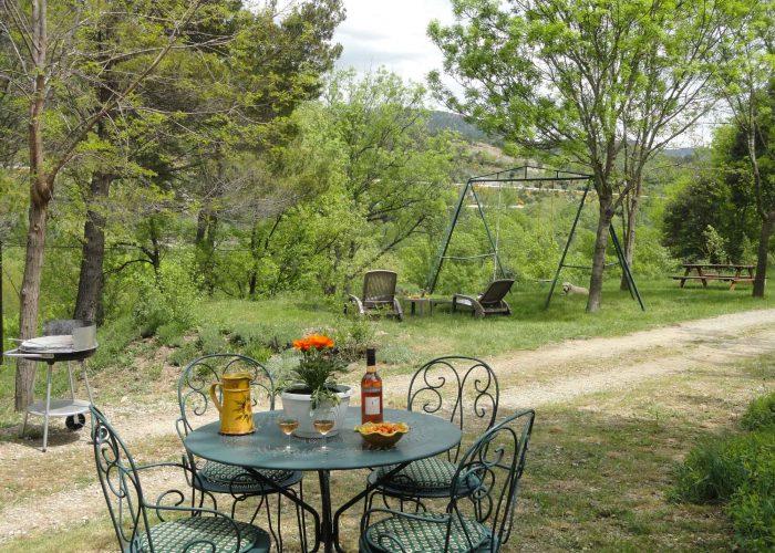 Apéritif en terrasse, pleine nature, cadre verdoyant